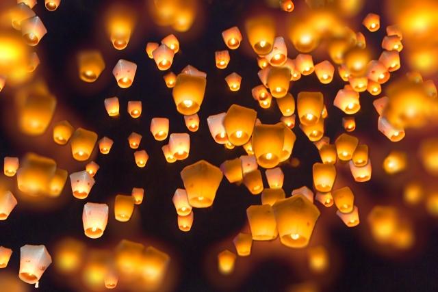 平渓天燈節でランタンがたくさん空へ飛ぶ風景