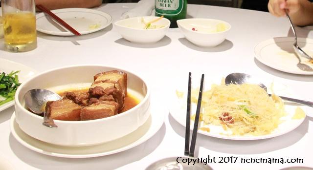 台北の梅子餐廰の豚角煮とビーフン